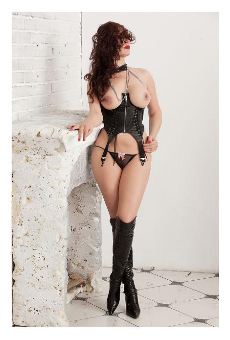 Anna Fatale BDSM escort Dominatrix.