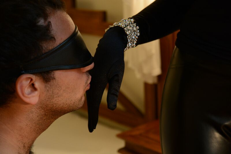 Dominatrix in Berlin - kiss my hand and serve me!